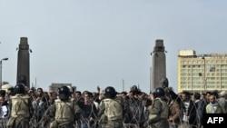 Солдаты на улицах Каира, 4 февраля 2011 г