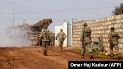 Туреччина заявляє про загибель щонайменше 33 своїх солдатів внаслідок повітряного удару з боку підтримуваних Росією сирійських урядових сил на північному заході Сирії.