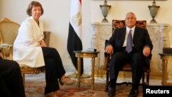 الرئيس المصري المؤقت عدلي منصور يستقبل منسقة السياسة الخارجية في الإتحاد الأوروبي كاثرين أشتون