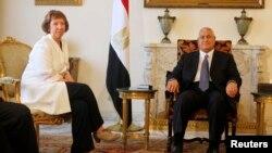 Catherine Ashton gjatë takimit të sotëm me presidentin e përkohshëm të Egjiptit Adli Mansour në Kajro