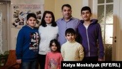 Хасан із дружиною та дітьми в Будинку біженців у Львові