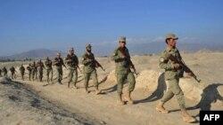 Ауғанстан жергілікті полициясы ауыл аралап жүр. 3 желтоқсан 2013 жыл. (Көрнекі сурет)