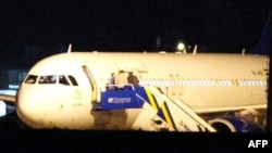 "Airbus 320 ""сирийских авиалиний"", совершивший принудительную посадку в турецком аэропорту. Анкара, 10 октября 2012 года."