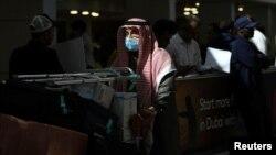 Putnik na aerodromu u Dubaiju, januar, 2020.