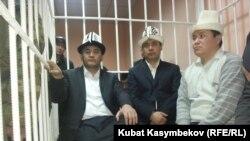Камчыбек Ташиев, Садыр Жапаров и Талант Мамытов в суде. 10 января 2013 года