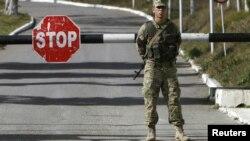 Контрольно-пропускной пункт у военной базы Мухровани рядом с Тбилиси. Иллюстративное фото.