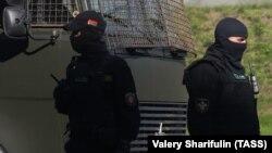 Сотрудники органов безопасности в Беларуси.