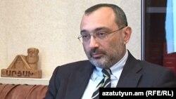 """Separatçı rejimin """"xarici işlər naziri"""" Karen Mirzoyan, 2013"""