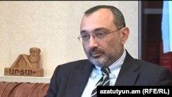 Министр иностранных дел Нагорного Карабаха Карен Мирзоян дает интервью Радио Азатутюн, апрель 2013 г.