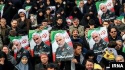 صحنهای از تشییع جنازه قاسم سلیمانی در مشهد