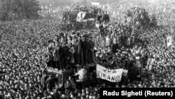 Повестання у Румунії перед штаб-квартирою Комуністичної партії Румунії. Бухарест 22 грудня 1989 року
