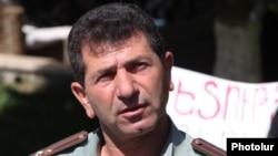 Володя Аветисян на площади Свободы, Ереван, июнь 2013 г.