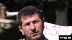 Володя Аветисян на площади Свободы в Ереване, май 2013 г.