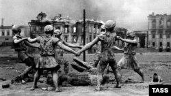 Stalingradyň merkezi wogzaly. 1942 ý.