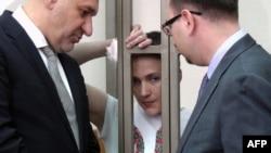 Надежда Савченко со своими адвокатами