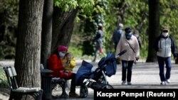 Боғи Лазенскии Варшава баъди сабуктар шудани муқаррароти гаштугузор дар давраи карантин