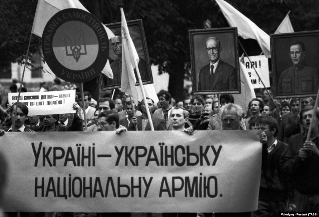 Мітинг, організований крайовою радою Народного руху України. Львів, 19 вересня 1990 року