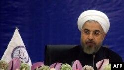 رییس جمهوری ایران میگوید که دولت از لحاظ تبلیغاتی دست تنهاست.