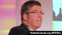 Еуропа кеңесінің халықаралық қатынастар (ECFR) бойынша аға ғылыми қызметкері Эндрю Уилсон.