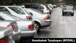 Алматы көшесіндегі автокөліктер. 12 қыркүйек 2010 жыл.