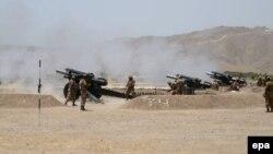 Солтүстік Вазиристан аймағында «Талибан» қозғалысына қарсы операция жүргізіп жатқан пәкістандық әскерилер. 25 маусым 2014 жыл.