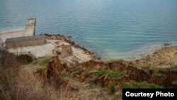Оползень вблизи границы пляжа «Толстяк