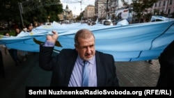 Refat Çubarov Kyivde Qırımtatar milli bayraq kününde, 2018 senesi iyünniñ 26-sı