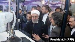 Президент Ирана Хасан Роухани на выставке, посвященной Национальному дню технологий