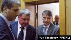 Герман Греф (крайний справа) в Хамовническом суде дал свидетельские показания по делу ЮКОСа