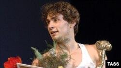 Ивану Васильеву двадцать лет, он учился в Белорусском хореографическом колледже, в конце 2006 года приглашен в труппу Большого театра в Москве