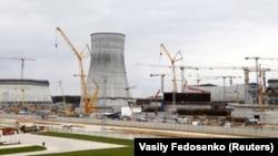 Строительная площадка первой белорусской атомной электростанции, которая будет иметь два энергоблока, находится около города Островца, 19 апреля 2016 года.