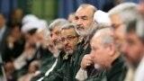 حسین سلامی (وسط) در دیدار فرماندهان سپاه پاسداران انقلاب اسلامی به رهبر جمهوری اسلامی در شهریور ۹۴