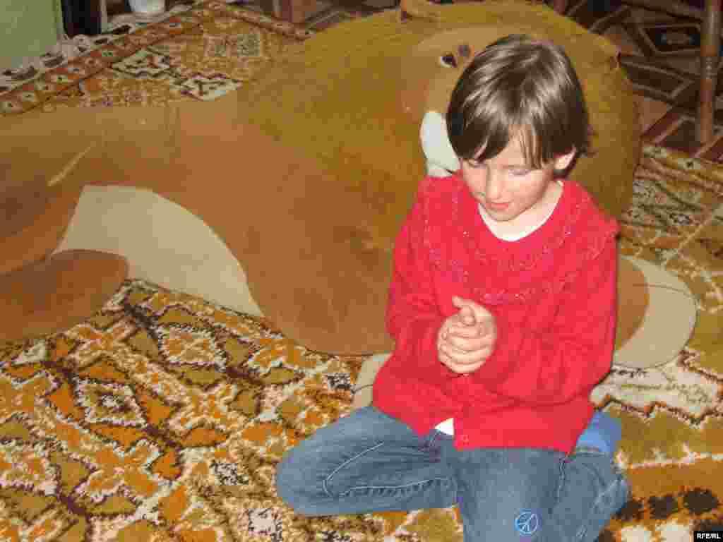 6-річну Лесю удочеряє родина українців із США