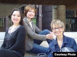 Сестры Накипбековы: Элеонора, Альфия и Эльвира. Великобритания.