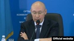 Председатель правления Национального банка Казахстана Кайрат Келимбетов на брифинге в Астане, 20 августа 2015 года.