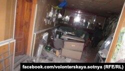 Наслідки обстрілу волонтерського центру в Дебальцеві Донецької області