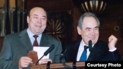 Муртаза Рахимов (слева) знает, что в пору кризиса менять таких тяжеловесов, как он или Минтимер Шаймиев, Кремль может и не решиться