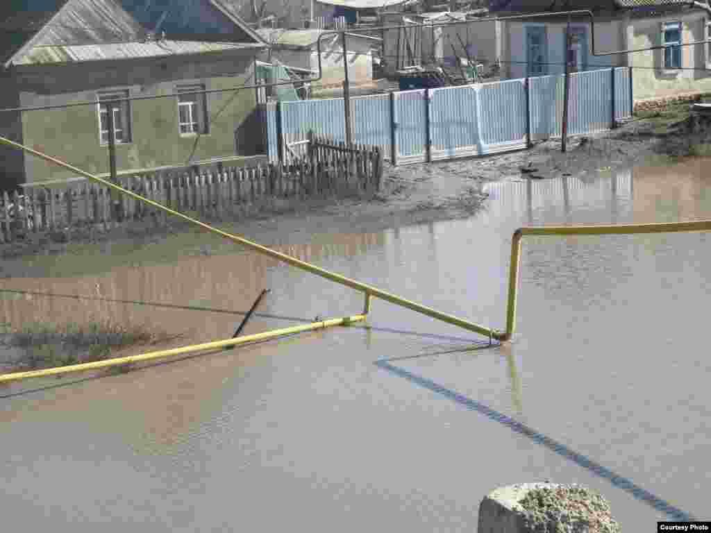 Казахстан: Орал, наводнение захлестнуло большие территории