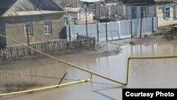 Батыс Қазақстандағы тасқын су басқан ауылдардың бірі. 11 сәуір 2011 жыл. Жеке мұрағаттағы сурет.