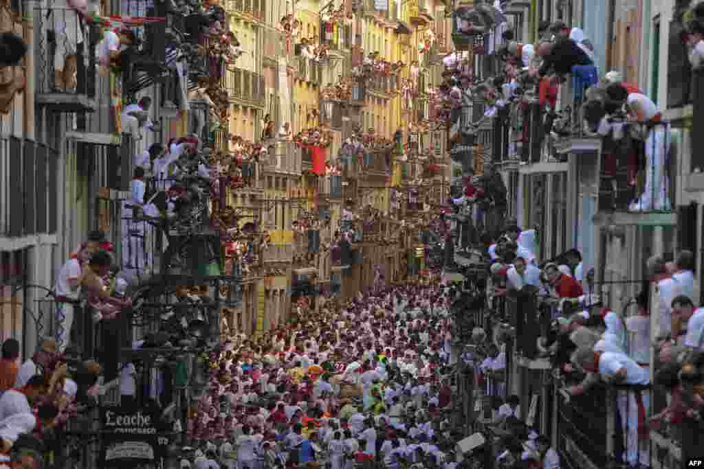 Spectators during the first bull run of Pamplona's annual San Fermin Festival, kicking off a week of traditional and folkloric festivities in the northern Spanish town. (AFP/Pedro Armestre)