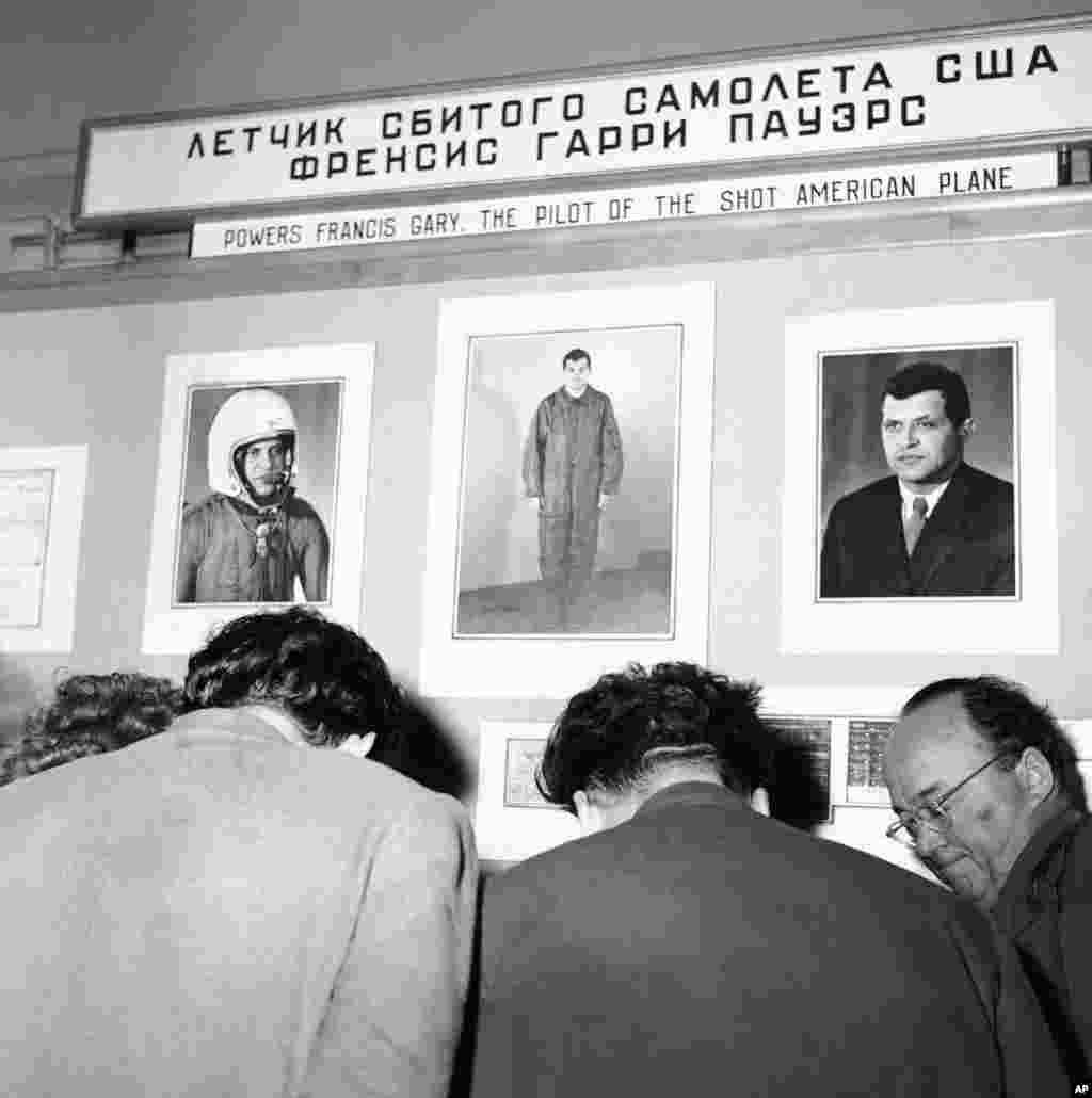 Фотографії Пауерса були виставлені на виставці в московському парку Горького 11 травня 1960 року