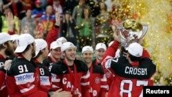 Lojtarët e Kandasë duke e festuar titullin e kampionit botëror në hokej në akull