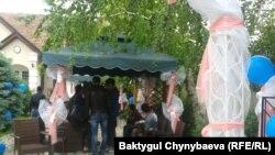 Акция представителей ЛГБТ-сообщества в Бишкеке. 17 мая 2015 года.