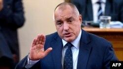 Premierul Boiko Borisov anunțîndu-și demisia în Parlament