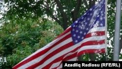 Azerbaijan -- US flag at US Embassy in Baku, 11Sep2003