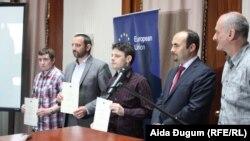Nagrađeni novinari Siniša Vukelić, Aladin Avdagić i Stefan Mačkić