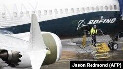 Оновлення програмного забезпечення проводили, щоб вирішити проблему з системою управління польотами, яку вважають причиною щонайменше двох авіакатастроф