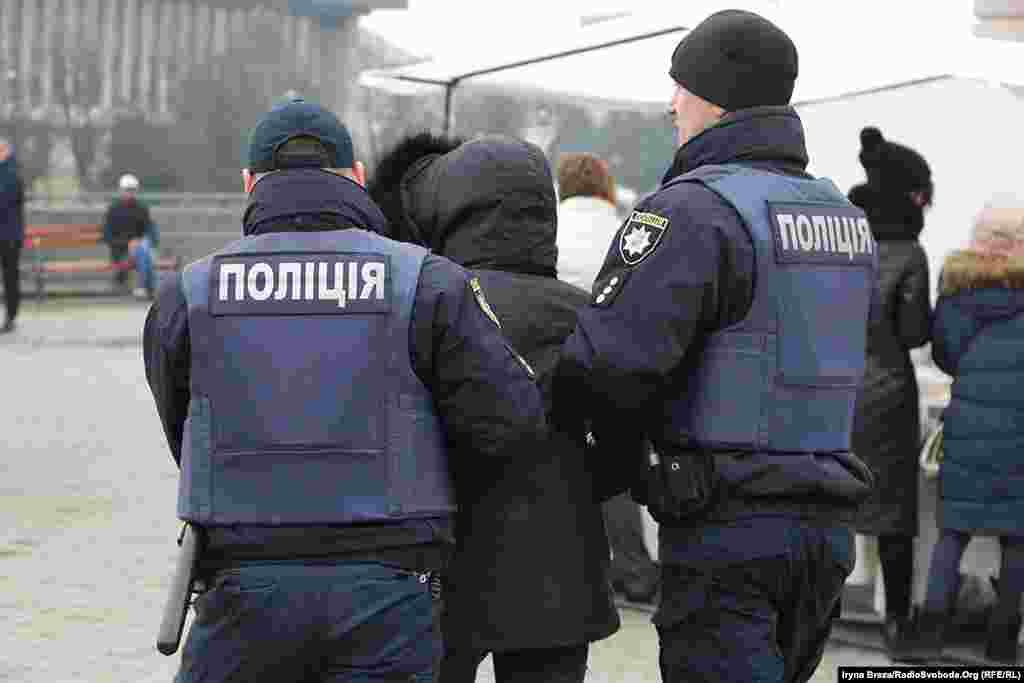 Шістьох нападників затримала поліція, частина з них – дівчата