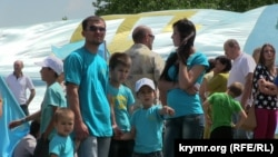 День крымско-татарского флага в Симферополе. 26 июня 2014 года.