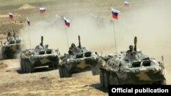 Ermənistanda Rusiya ordusu.